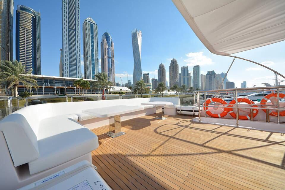 Why Choose Luxury Yachts Over Luxury Hotels While Vacationing?